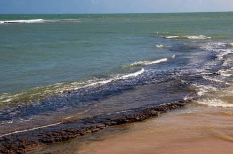 Bolsonaro questiona se vazamento de óleo seria para prejudicar leilão