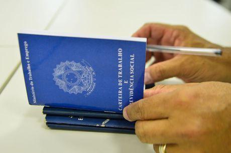 Emprego sem carteira assinada bate recorde em setembro, diz IBGE