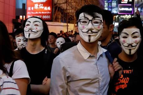 Hong Kong: Polícia e manifestantes se confrontam em novos protestos