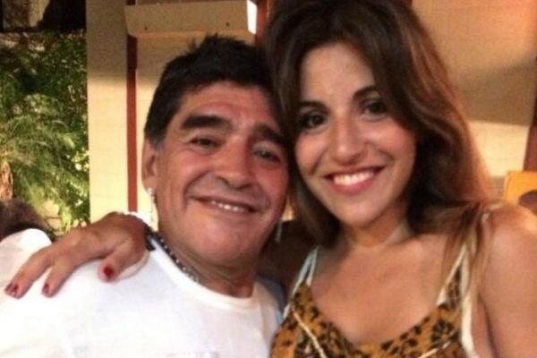 Filha faz post para dizer que Maradona está 'se matando por dentro' e causa comoção nas redes