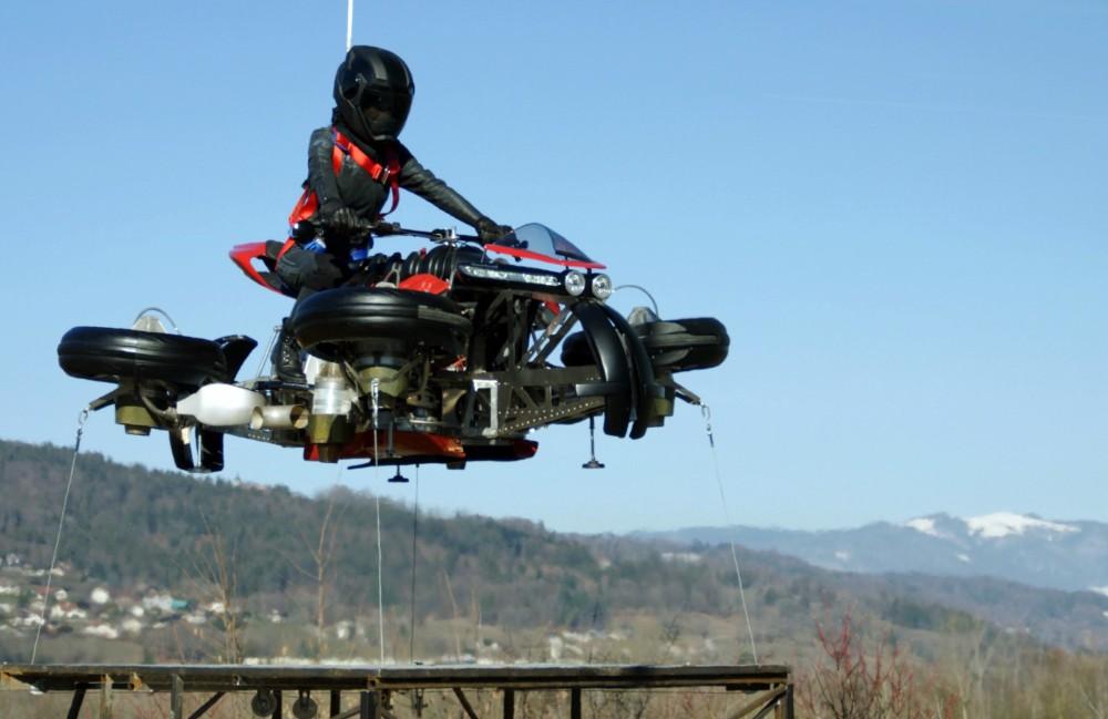 Lazareth, uma moto terrestre e aérea.