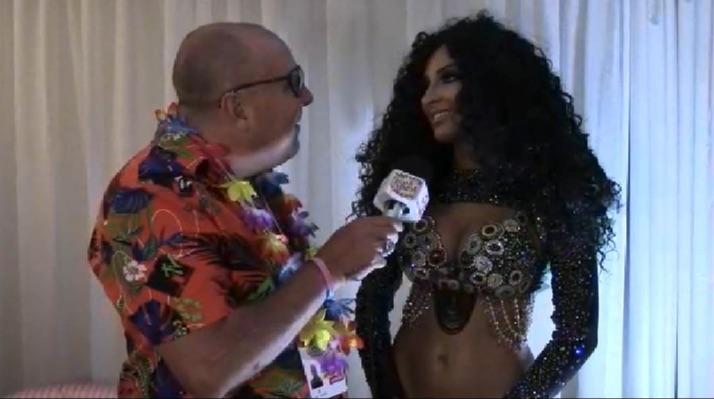 A bela Musa Jacqueline Mercedes conversa com o nosso repórter