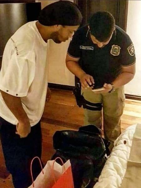 Ronaldinho Gaúcho é detido com passaportes falsos no Paraguai