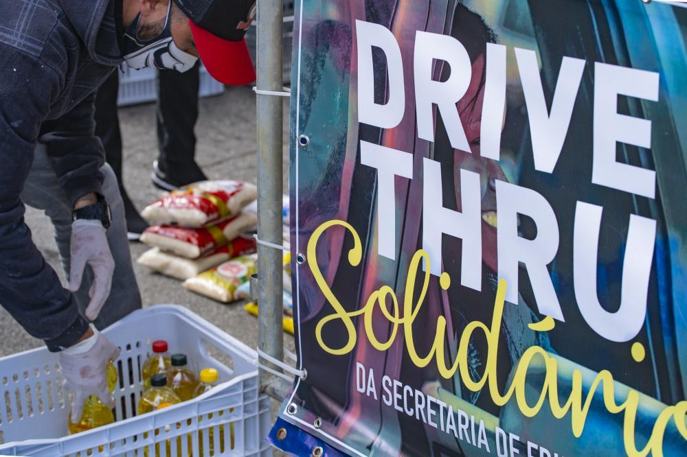 'Drive-thru Solidário' arrecada mais de 8 toneladas de alimentos e produtos de higiene para ação social