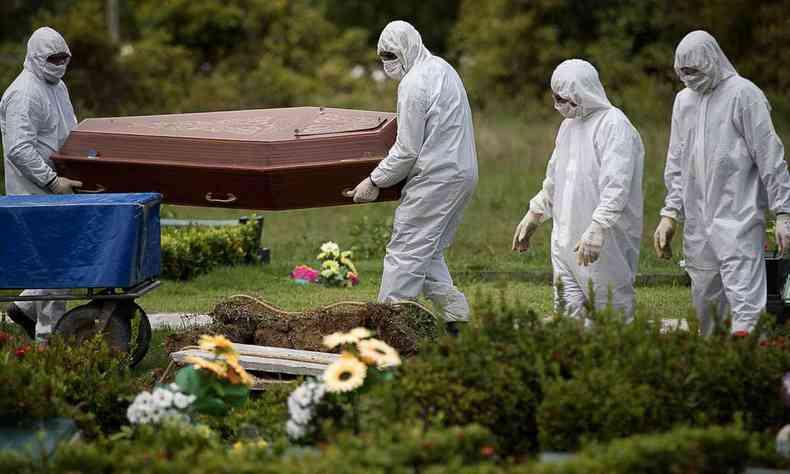 Brasil tem mais de 13 mil mortes por covid-19; 749 nas últimas 24h