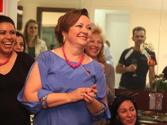"""Ângela Serrano recebe prêmio """"Mãos e Mentes que Brilham"""""""
