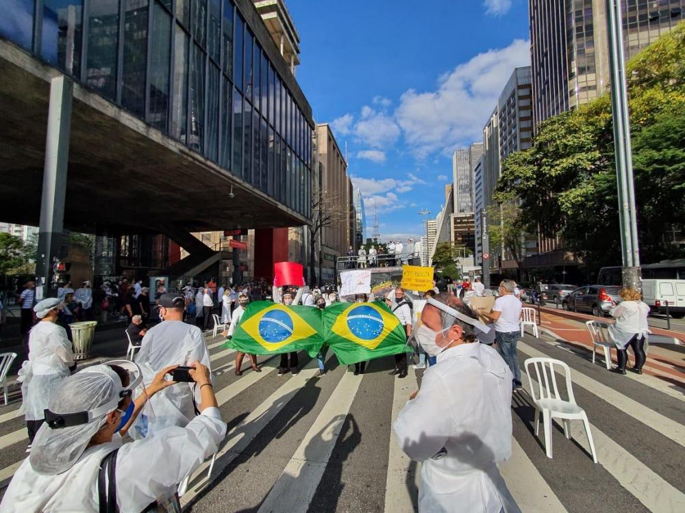 Profissionais da beleza e Sindicatos realizaram uma manifestação em São Paulo pela reabertura dos salões e barbearias e apoio ao PL 374/2020 do vereador José Turin