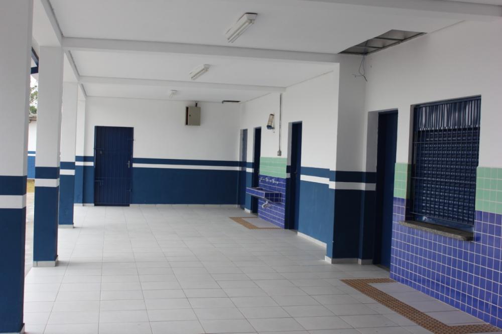 Escolas municipais de Cotia recebem obras de manutenção e reparos