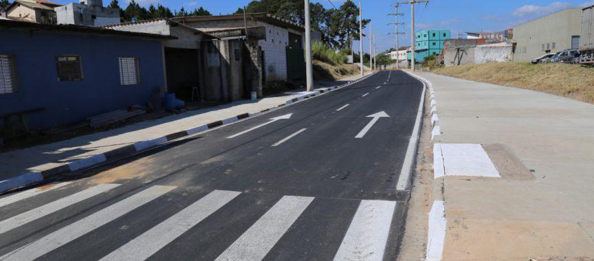 Avenida Manuelino Prado recebe pavimentação e iluminação de LED