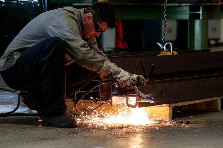 Indústria cresceu em cinco estados em abril, diz IBGE