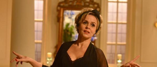 Globo escala Débora Olivieri para novela, após Giulia Gam ser afastada