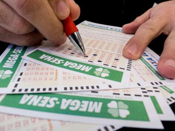 Três apostas acertam os números sorteados na Mega-Sena