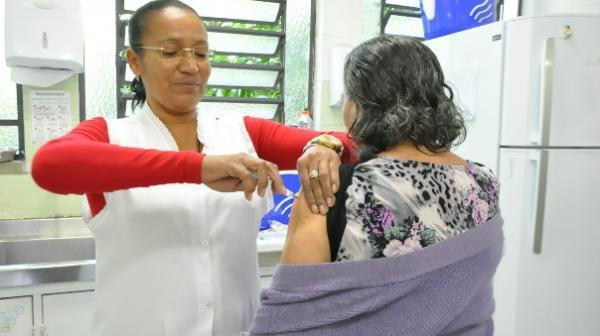 Campanha de vacinação contra gripe começa em Carapicuíba