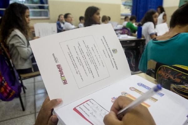 50 mil kits dos Cadernos de Apoio são distribuídos a alunos da rede de Barueri