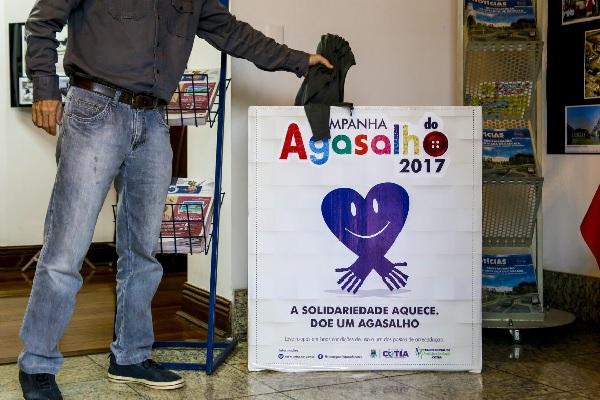 Fundo Social de Cotia amplia postos da campanha do agasalho