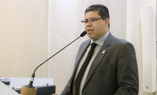 Vereador Nena quer novos abrigos de ônibus no município