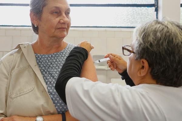Cotia imuniza 6 mil no Dia D da vacinação