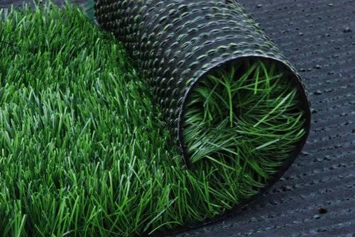 Campos de futebol terão grama sintética em Osasco