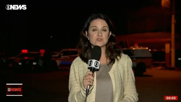 Repórter da GloboNews é agredida Ao Vivo fora de presídio em MG